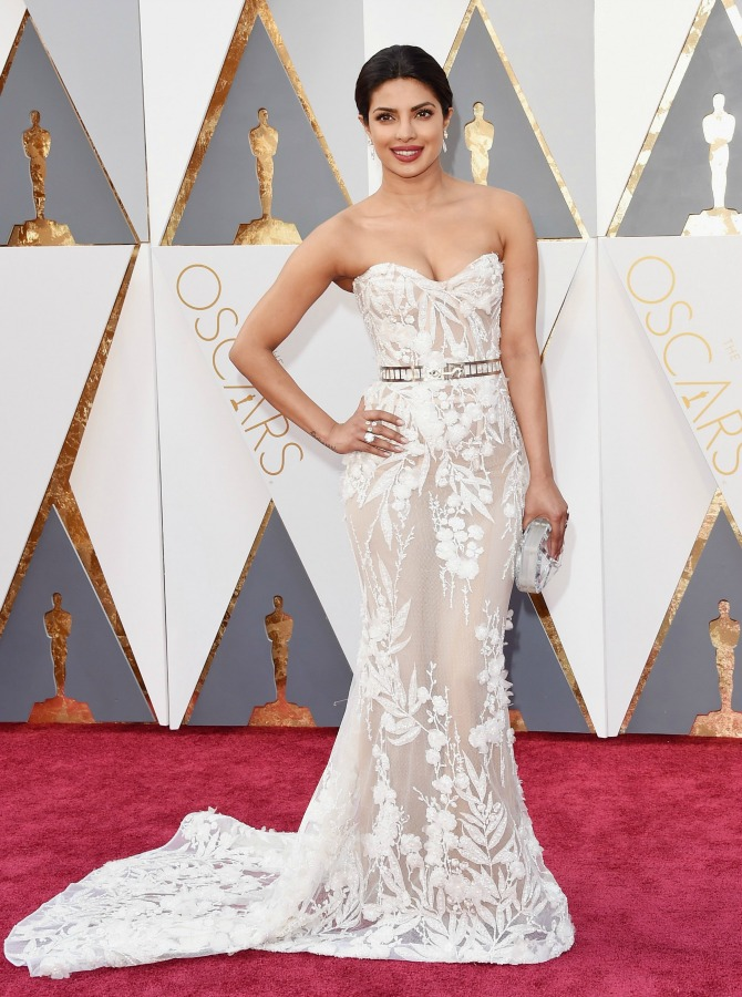 priyanka-chopra-red-carpet- 2016 Oscars Best Dressed