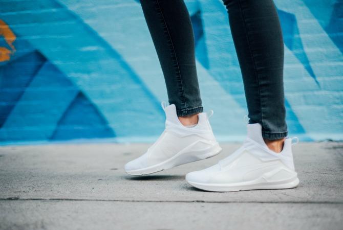 10-puma-x-kylie-jenner-white-sneakers-lauren-slade-style-elixir-blog-gigi-new-york-catie-how-to-wear-white-sneakers-trend