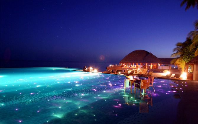photo Infinity-Pool-with-dining-and-LED-lights-Huvafen-Fushi-Resort-in-Maldives_zpsfd1bb8d3.jpg