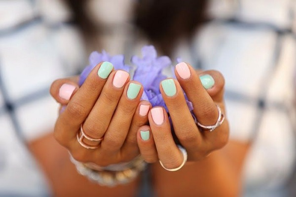 spring pastel manicure