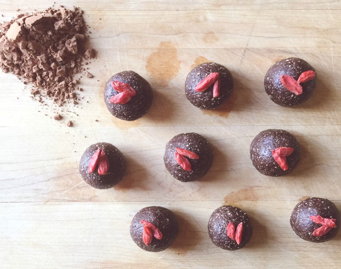 Raw food recipe ingredients chocolate truffle balls