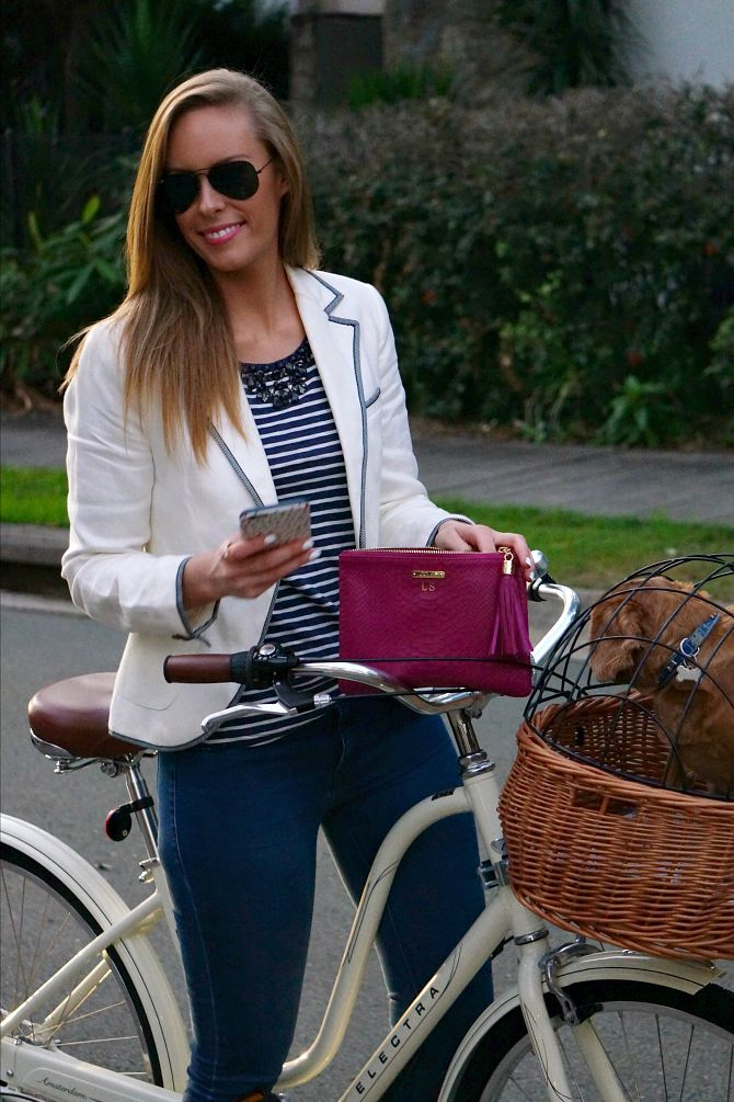 How to wear a nautical outfit amsterdam bike dog basket cavoodle cute dog fashion blogger summer outfit stripes