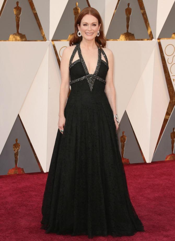 julianne-moore-red-carpet- 2016 Oscars Best Dressed