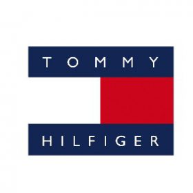 tommy hilfiger logo fashion blogger