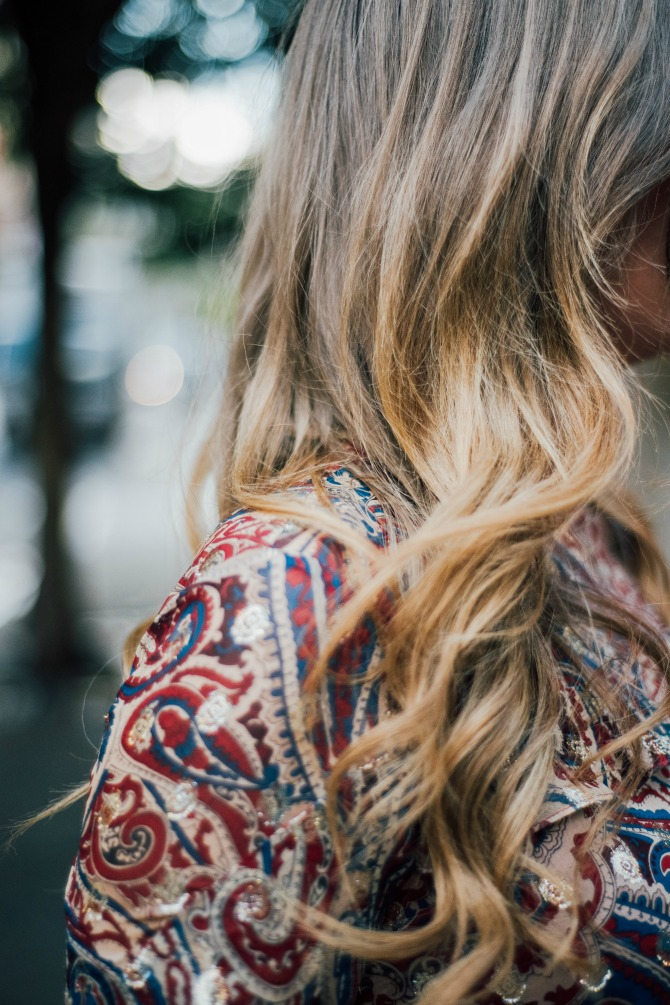 11-haute-hippie-kennedy-ruffle-blouse-paige-denim-jeans-boho-style-soho-new-york-street-style-fashion-blogger-lauren-slade-style-elixir-blog-loose-boho-beach-waves-hair-curls
