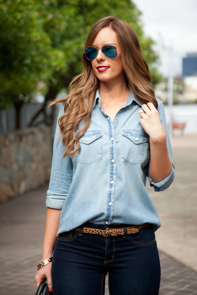 four ways to wear chambray denim on denim outfit style tips with blue mirroed rayban sunglasses