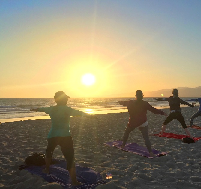 sunset-yoga-with-brad-santa-monica-beach-los-angeles wear it to heart yoga pants
