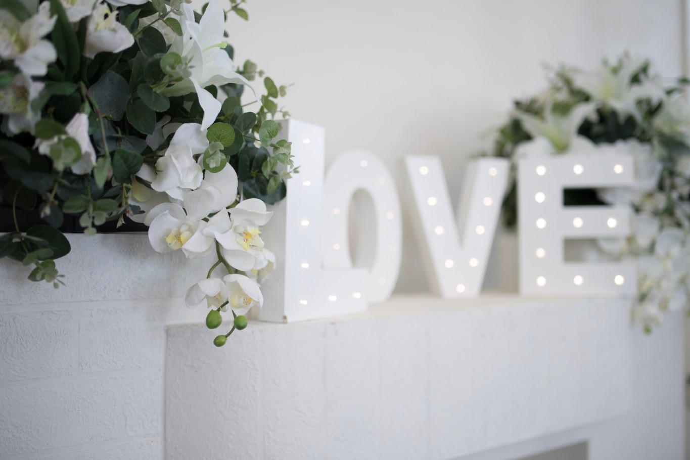 wedding ceremony styling wow weddings high church brisbane grass aisle light up love sign