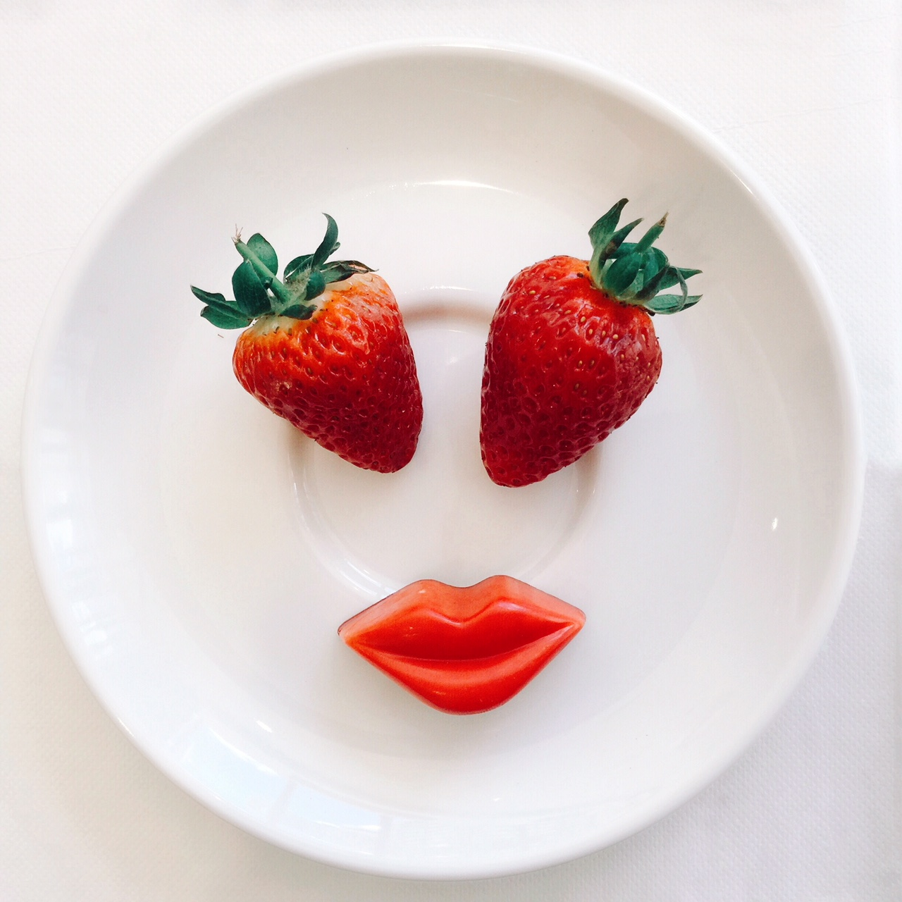 cute food ideas strawberry and chocolate lips face kids food