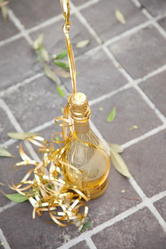 birthday weekend photoshoot gold balloons fashion blogger birthday photo ideas pinterest gold champagne bottle