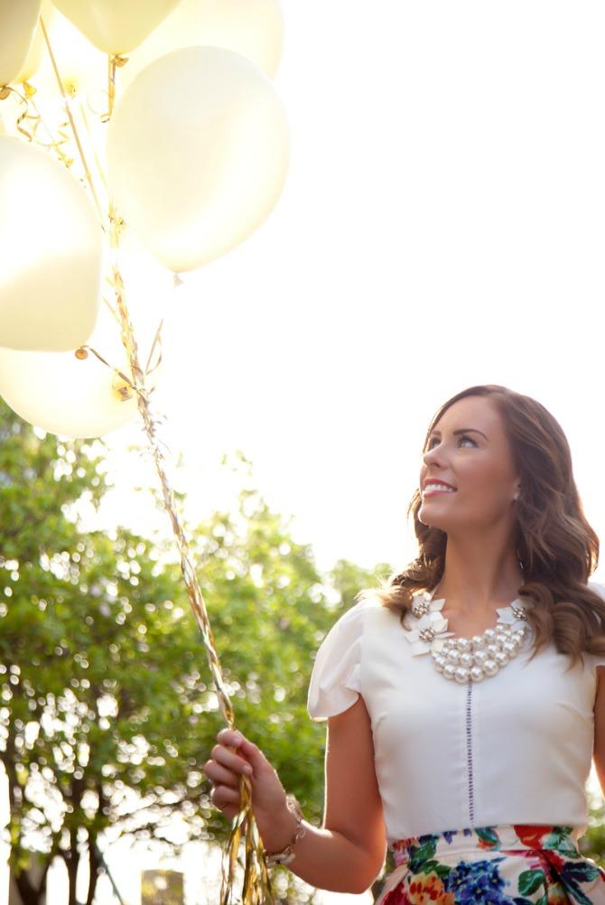 birthday weekend photoshoot gold balloons fashion blogger birthday pinterest photo ideas