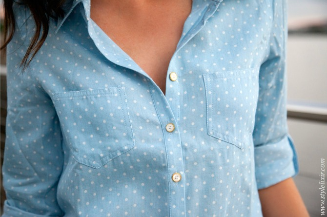 chambray shirt with polka dots and white jeans in winter lauren slade new york blogger style elixir fashion blog
