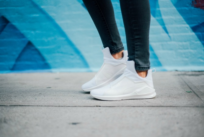 3-puma-x-kylie-jenner-white-sneakers-lauren-slade-style-elixir-blog-gigi-new-york-catie-how-to-wear-white-sneakers-trend