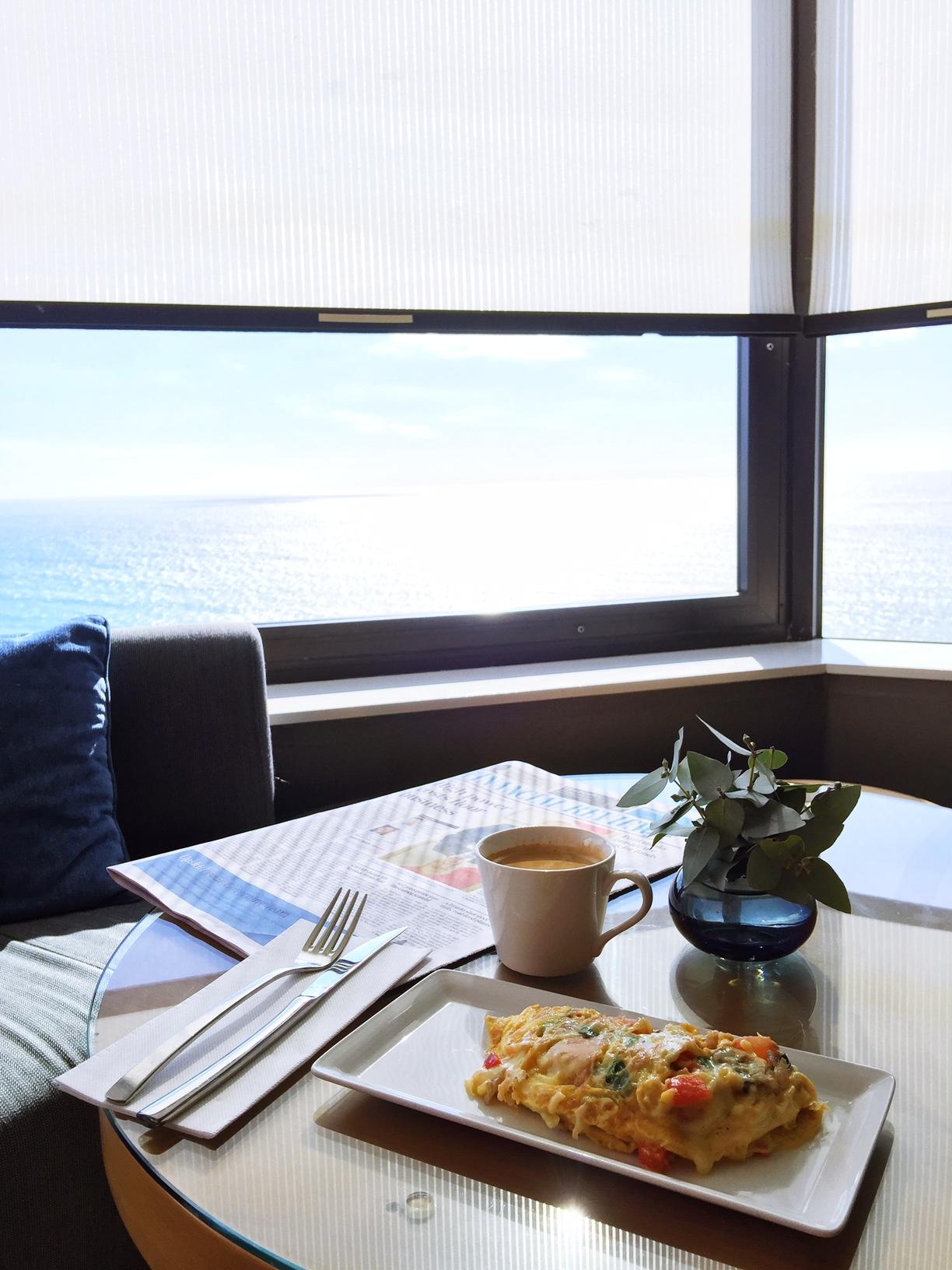 surfers paradise marriott resort and spa gold coast australia beach honeymoon romantic couples holiday luxury vacation hotel review marriott club lounge breakfast