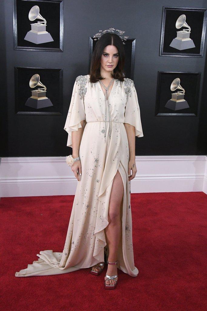 Lana-Del-Rey Grammy Awards Red Carpet Fashion 2018