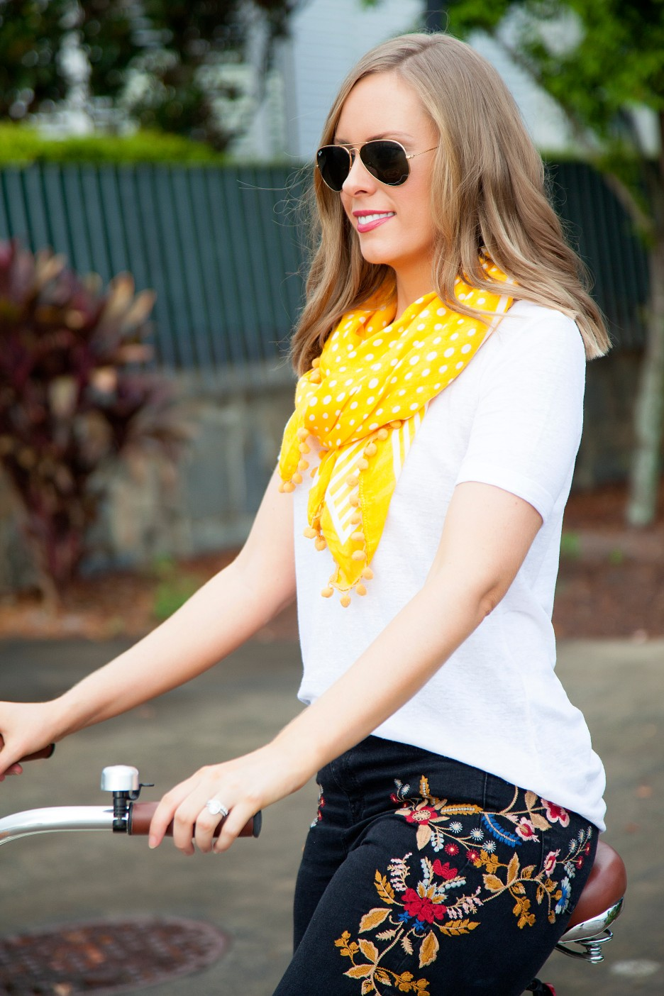 casual outfit ideas embroidered jeans and white tee marigold trend fashion blogger cute cream bike with basket electra cruiser bike lauren slade style elixir blog 3