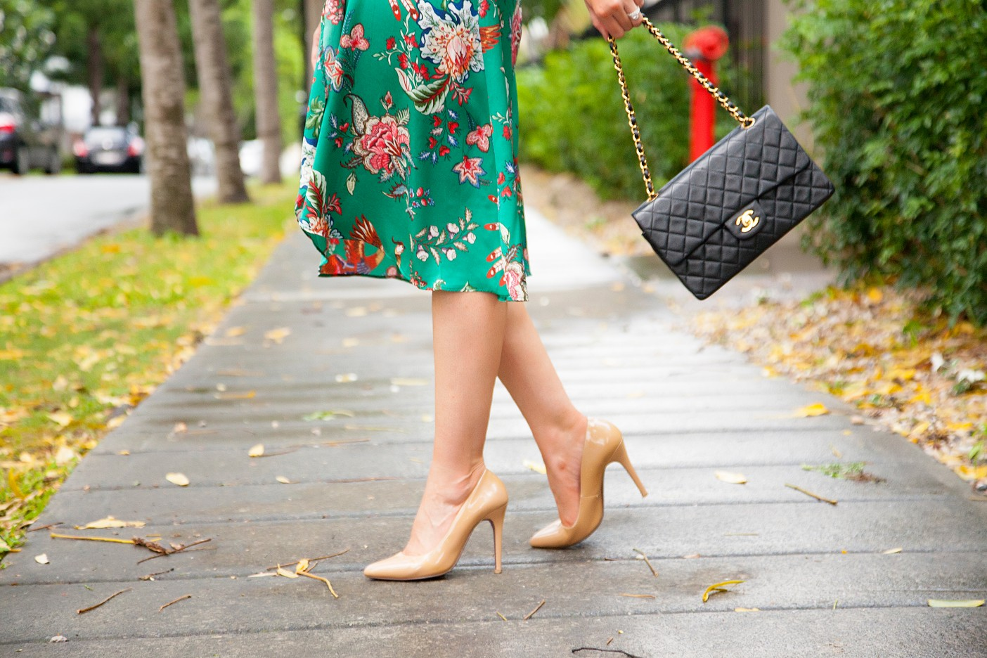 silk pajama print green emerald dress fashion blogger outfit ideas chanel flap handbag lauren slade style elixir 4