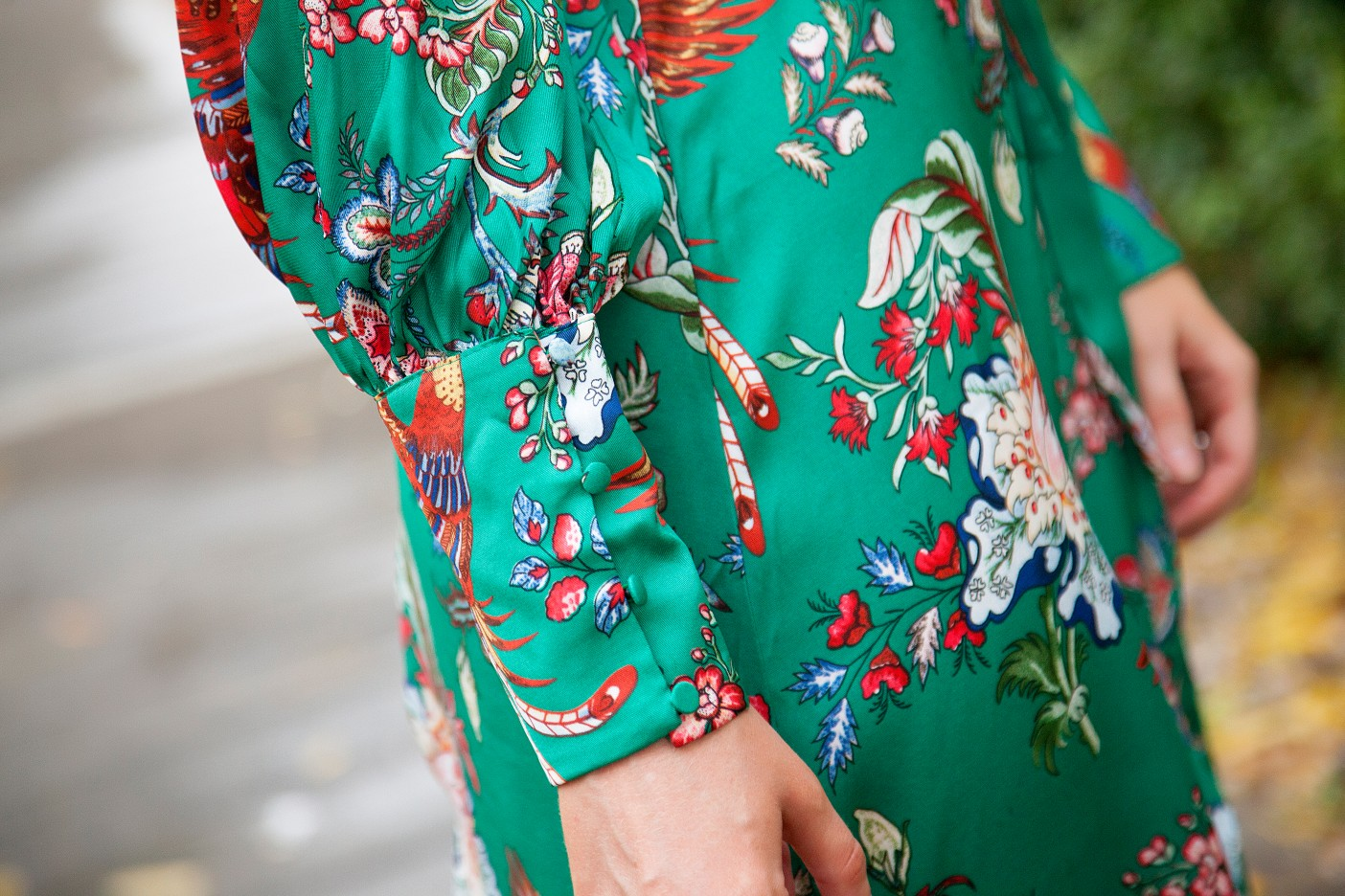silk pajama print green emerald dress fashion blogger outfit ideas chanel flap handbag lauren slade style elixir 7