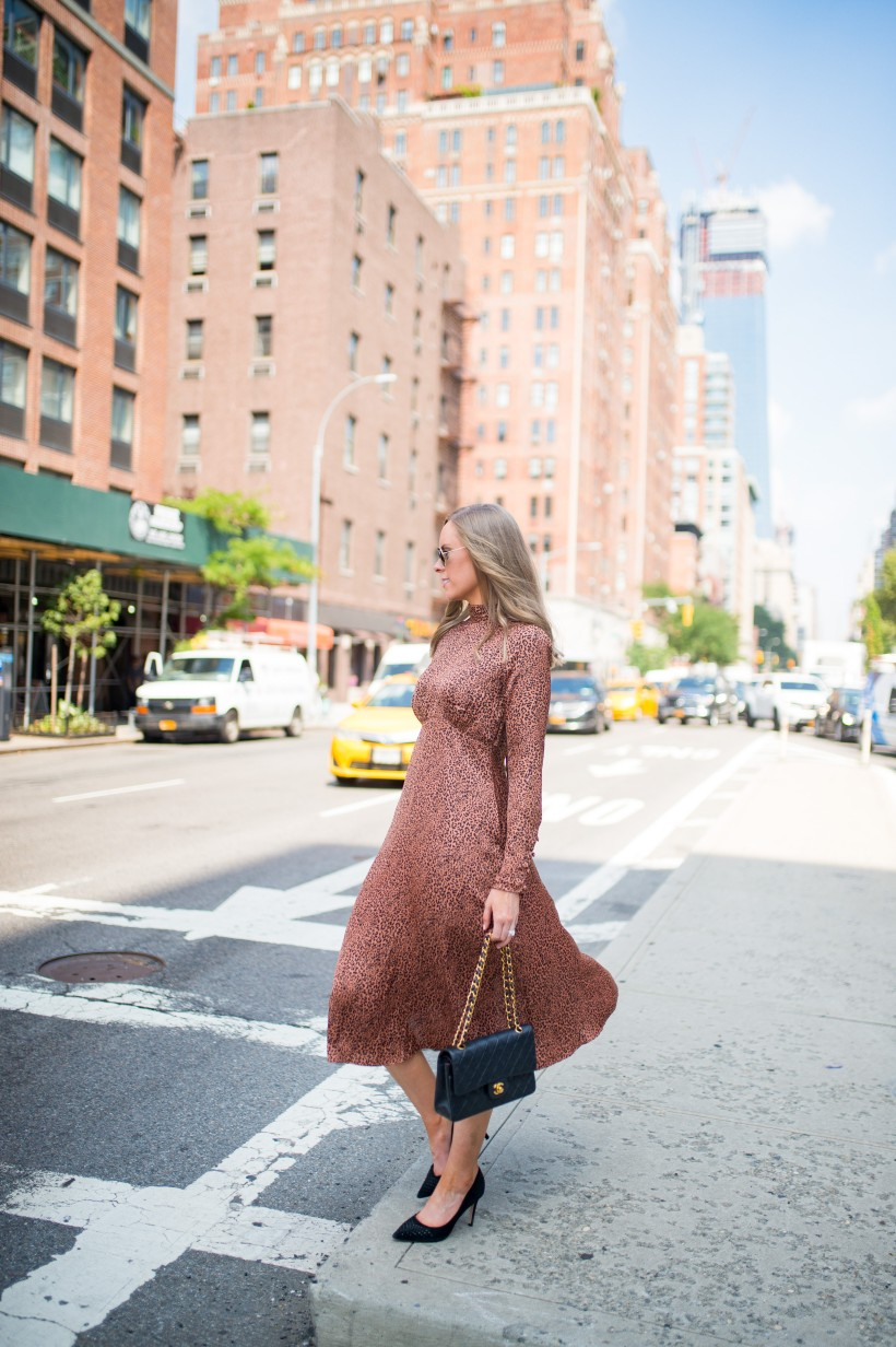 easy outfit ideas fall spring fashion outfit inspo blogger free people loveless dress sale leopard print midi dress 1