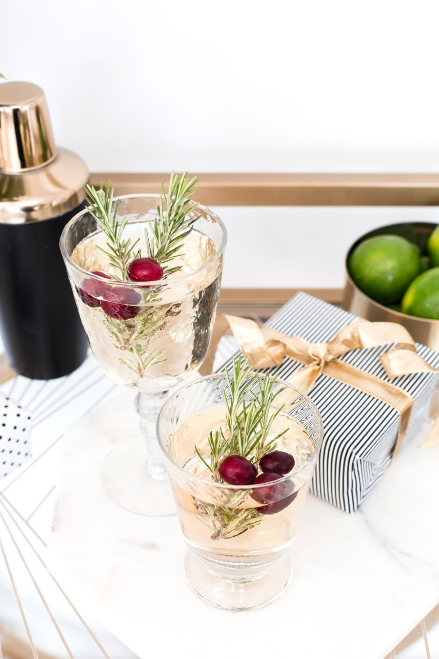 christmas drinks cocktails champagne party ideas