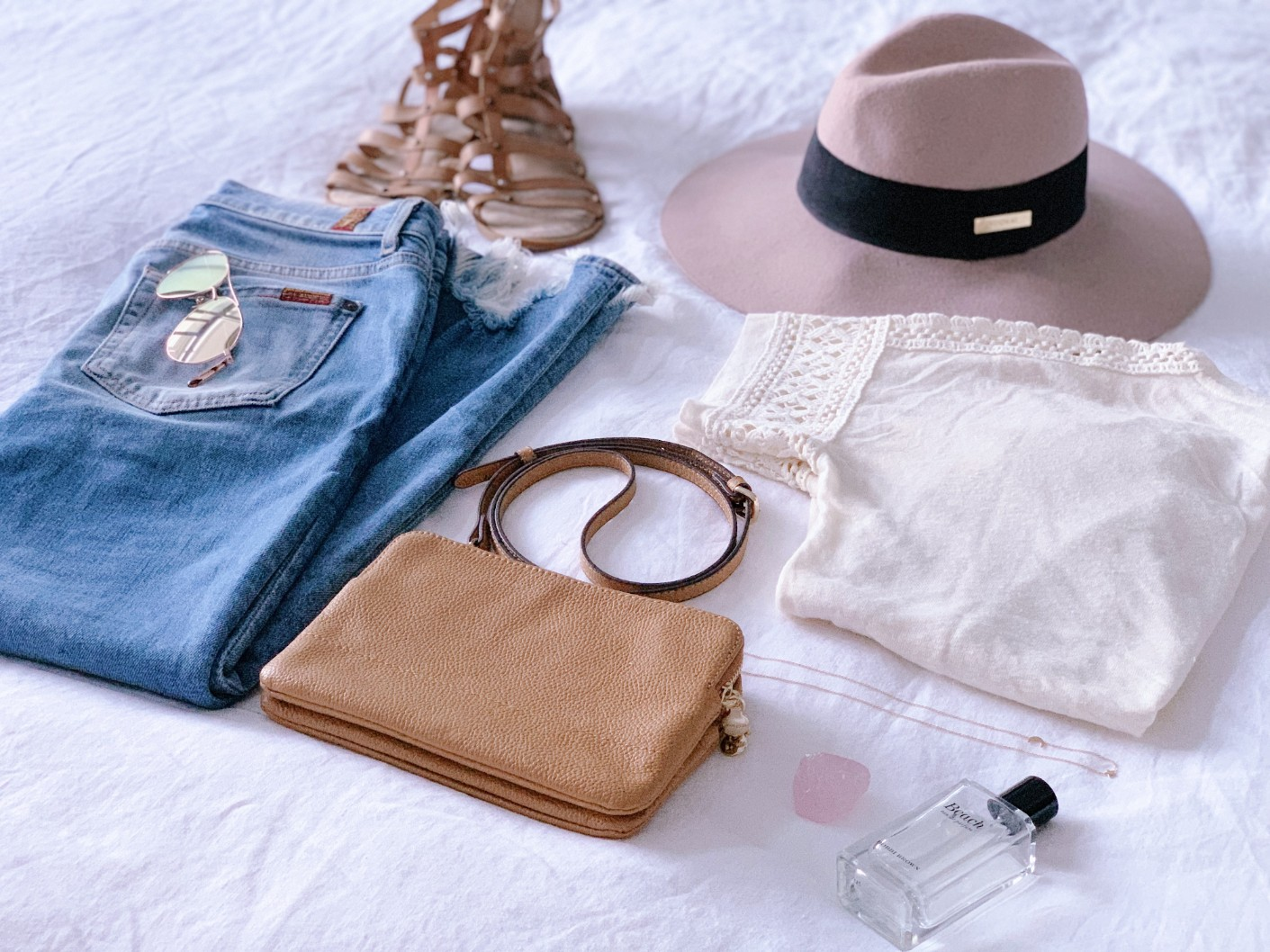casual weekend outfit idea 7 for all mankind distressed ankle jeans floppy hat boho outfit ideas tan crossbody bag ariel gordon starry night necklace bobbi brown beach perfume 2