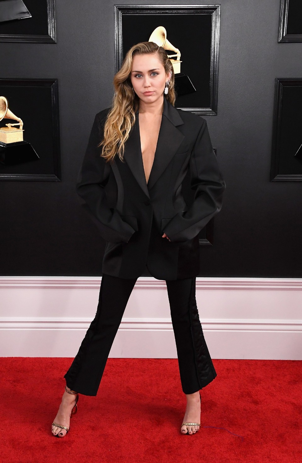 miley cyrus grammy's 2019 fashion red carpet